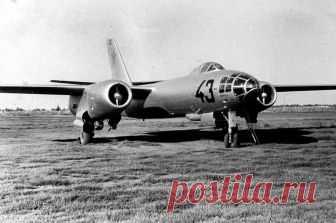 Неуловимый мститель Ил-28: почему советский бомбардировщик выходил из боя без потерь Ил-28 — надежная, неприхотливая и комфортная машина. Именно такие характеристики дали советские летчики бомбардировщику Ил-28, который в 1948 году впервые поднялся в воздух. В его послужном списке Лао…