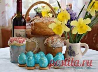 Как красиво покрасить яйца пищевыми красителями Пасха - самый светлый и радостный праздник для всех христиан! По традиции на этот праздник пекут куличи, делают творожную пасху и красят яйца. Каждая хозяйка хочет в этот день удивить и порадовать близких своим неповторимым Пасхальным столом. Я расскажу о том, как красиво покрасить яйца обычными пищ