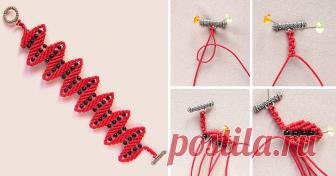 Плетём браслет 'Меандр' в технике макраме Сегодня предлагаю сплести браслет узором, который в макраме называется 'меандр'. Идея этого узора встречается ещё в книгах, изданных в советское время, я же сделала на его основе ажурный браслет с добавлением бусин.