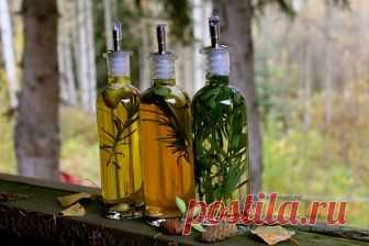 Полезная статья о том, как можно приготовить ароматный уксус в домашних условиях , рецепты настаивания уксуса на травах : базилике, розмарине,имбире,чесноке
