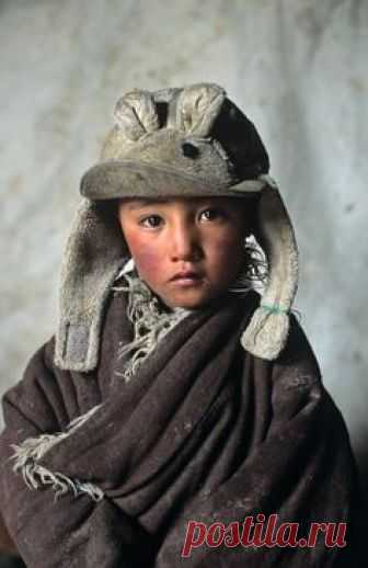 Amdo, Tibet Amazing how mature and stressed; responsibility shows on the childs face. Its a good thing in measure.