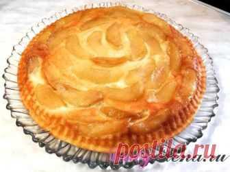 Рецепт творожного пирога с яблоками в карамели – фото рецепт Как в домашних условиях испечь воздушный творожный пирог с яблоками в карамели? Смотрите фото рецепт с подробным описанием каждого шага приготовления выпечки.