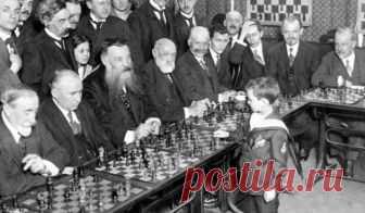 Лев Ландау и другие самые гениальные дети в СССР Советская школа считалась одной из лучших в мире,а гениальные советские вундеркинды- шахматисты, скрипачи, поэты, художники и математики - становились сенсациями международного масштаба.
