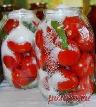 Самые вкусные помидоры «Царские» Самые вкусные помидоры «Царские» На 3-х литровую банку. Помидоры вымыть, наколоть зубочисткой дырочки (чтоб не трескались). Ингредиенты: