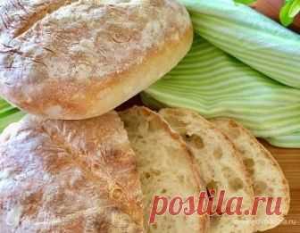 Сельский хлеб Hamelman's Pain Rustique. Ингредиенты: мука, вода, дрожжи свежие Предлагаю вам сегодня рецепт невероятно вкусного ароматного и очень простого хлебушка! На мой взгляд, этот хлеб очень похож на чиабатту. Также у этого хлебушка есть очень большой плюс, он подходит почти ко всем блюдам. Рецепт из книги Дж. Хамельмана.