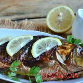 Сазан в фольге Сазан в фольге получается очень ароматным, вкусным, нежными сочным, кетчуп придает рыбе неимоверно красивую корочку. Готовить такую рыбку очень просто и довольно быстро, она отлично подойдет к любому