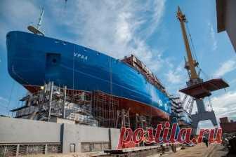 Строительство атомного ледокола «Урал» Универсальный атомный двухосадочный ледокол «Урал» проекта 22220 (ЛК-60Я). Обратите внимание— нижние ярусы надстройки установлены ещё доспуска судна