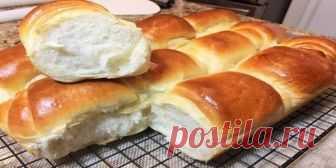 Сдобные булочки из дрожжевого теста очень нежные и мягкие как пух  Ингредиенты:  Молоко — 300 миллилитров; мука — 500-600 грамм; соль — 3/4 чайной ложки; 100 — сахар; грамм сухие дрожжи — 2 чайные ложки; яйцо; столовая ложка растительного масла; сливочное масло — 50 грамм; ваниль по желанию; для смазки может использовать молоко или яйцо.  Сдобные булочки из дрожжевого теста. Пошаговый