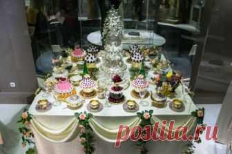 Сахарные дворцы, цветы в алкоголе. Свадебный стол XIX века Как украшали свадебные столы и чем угощали гостей на свадьбе, рассказывает Алдис Бричевс, мастер-кондитер из Латвии.