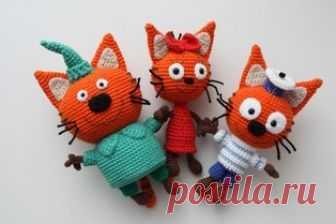 """Tres gatos amigurumi. ¡Los esquemas y la descripción para la labor de punto de los juguetes por el gancho! La clase maestra gratuita por la labor de punto de los héroes de la película de dibujos animados """"Три кота"""" ¡o dos gatos y una koshechka! El autor de la descripción de los gatitos tejidos: Irina Kurenkov …"""