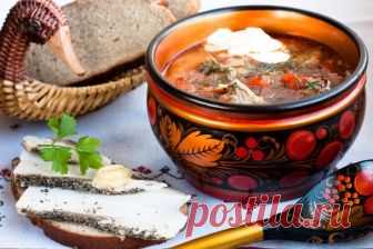 БОРЩ С ЖАРЕНЫМИ КАРАСИКАМИ  Вариантов борща насчитывается огромное количество — мясной, постный, грибной и даже с рыбой. Борщ с карасями — летнее блюдо, сваренное на свежих молодых овощах, не такое тяжёлое, как мясные супы. Рец…