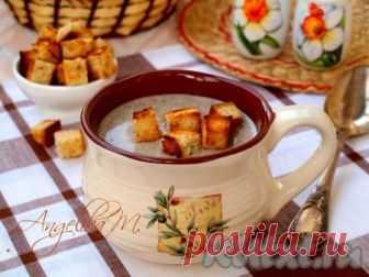 Сливочный суп-пюре из шампиньонов - рецепт с фото Предлагаю вам вкусный сливочный суп-пюре из шампиньонов. Такой супчик можно подать и как самостоятельное блюдо, и в качестве подливы к макаронам. Готовится очень быстро, а получается очень вкусное блюдо. Ингредиенты