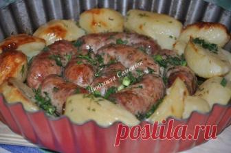 Домашние колбаски, запеченные с картофелем: попробовав раз, ты будешь готовить постоянно!
