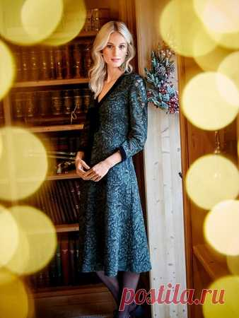 589d535ad80 Платье с глубоким V-вырезом - выкройка № 107 B из журнала 12 2017 ...