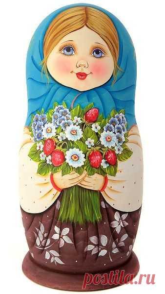 (262) Matryoshka (Russian nesting doll) in a blue shawl. #folk #art #matryoshka | matrioshka