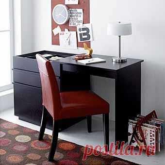 тот же комод-трансформер, превращенный в рабочий стол (или стол для рукоделия)