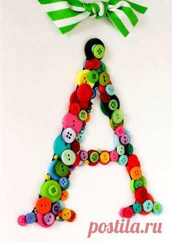 Вы сможете сделать такую букву вместе с ребенком и повесить его как рукоделие для дома. Также эта поделка пригодится как украшение зала на утренник: «Праздник Букваря». Можно сделать и другие буквы.