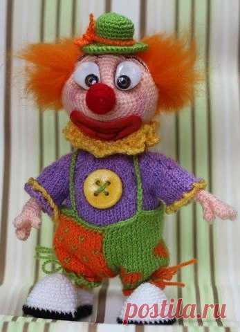 Клоун Боря! Автор marusa84   Работа предстоит не сложная, справится даже тот, у кого небольшой опыт в вязании игрушек. https://ami.guru/forum/topic/45733-клоун-боря/  Доступ после регистрации.  #ОписанияИгрушек_куклы #амигуруми #крючок