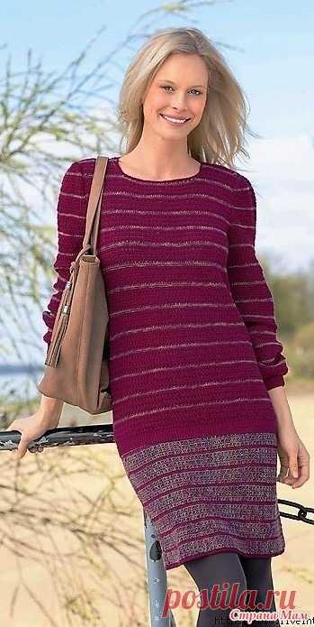 Пуловер и юбка в зеркальную полоску.