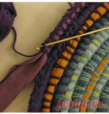 коврик из ткани и остатков пряжи вязание крючком идеи постила
