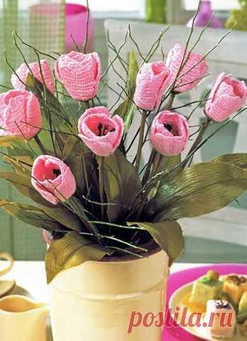 Крючок и немного фантазии - и тюльпаны в вашем доме еще долго будут напоминать о весне.