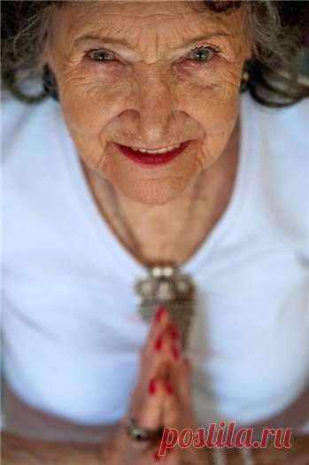 Тао Поршон-Линч. Еще одна страница в Книге рекордов Гиннесса. Тао родом из Индии и всю свою жизнь (с восьми лет) она занимается йогой. Ей 93 года, но она держит свой ум и тело в гармонии.
