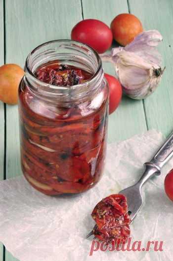 ВЯЛЕНЫЕ ПОМИДОРЫ В МИКРОВОЛНОВКЕ-ТАКОЕ ЕЩЁ НЕ ПРОБОВАЛИ! Одной из самых распространенных закусок в Италии и на Мальте являются вяленые томаты, который подают вместе с различными специями ко многим блюдам, ведь их вкус более пряный и насыщенный, чем у свежих томатов. Также нередко именно вяленые помидоры используют для приготовления пиццы, кроме того, они прекрасно хранятся.