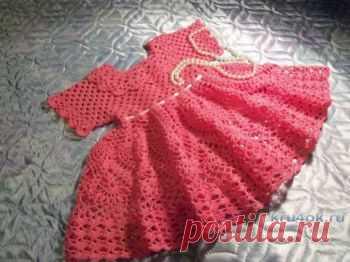 Платье для девочки 1 года. Работа Акамарал Детское платье для девочки 1 года. Связано крючком № 2. Состав пряжи мерсеризованный хлопок сосо. Расход пряжи примерно 150 гр. Лиф платья связан регланом,