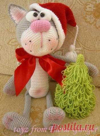 Вяжем игрушку Рождественский кот крючком / Вязание игрушек / ProHobby.su | Вязание игрушек спицами и крючком для начинающих, мастер классы, схемы вязания