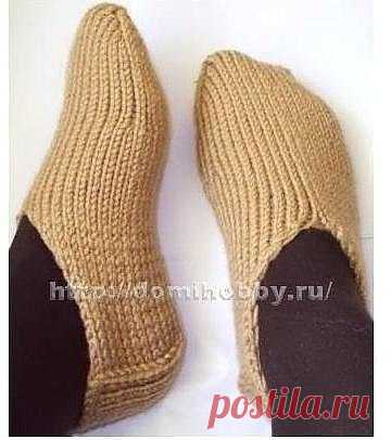 Socklets without seams\u000d\u000a\u000d\u000aMany of us prefer to carry houses instead of slippers and socks - socklets, they soft convenient and rather warm. We bring to your attention a way of knitting of socklets from finger-tips to the patch, without uniform seam.\u000d\u000aFor knitting of socklets you will need 100 gr a half-woolen yarn (100gr\/100m), a set of chulochny spokes No. 4 – 5 pieces.\u000d\u000a\u000d\u000aTo start knitting it is necessary to make a set of loops at the same time on two spokes which is in detail presented here.\u000d\u000aGather on each spoke at...
