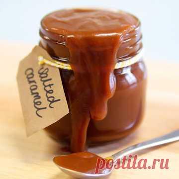 Домашняя карамель  Домашняя карамель - очень вкусное лакомство, использовать ее можно очень разнообразно. Да и рецепт карамели не один...  Познакомьтесь с рецептами, как приготовить карамель из сахара и из шоколада.