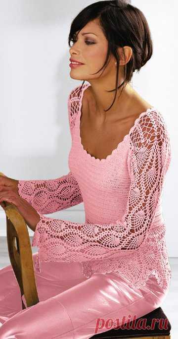 Розовый пуловер с куружевными рукавами