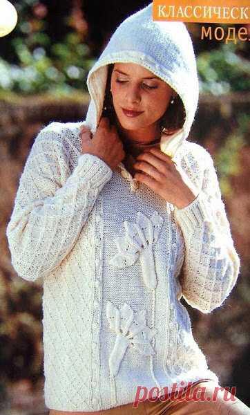 Белый джемпер с рельефным цветком и капюшоном