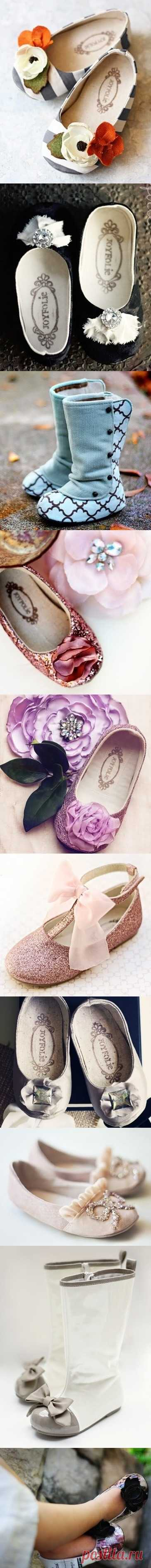 El calzado admirable para la chiquitina-princesa