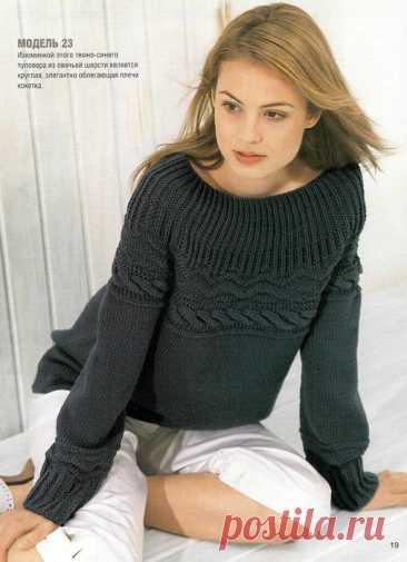 El pulóver Azul oscuro con la coqueta redonda.