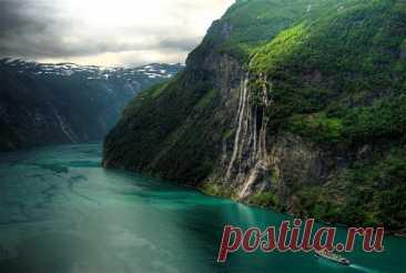 Самые красивые фьорды Норвегии. Гейрангерфьорд. У Гейрангерфьорда расположен давший ему название посёлок — Гейрангер. В нём располагается Музей фьордов, рассказывающий о естественнонаучной истории этого района Норвегии....