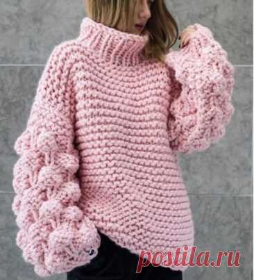 Модный свитер оверсайз с узором малинки на рукавах - схема