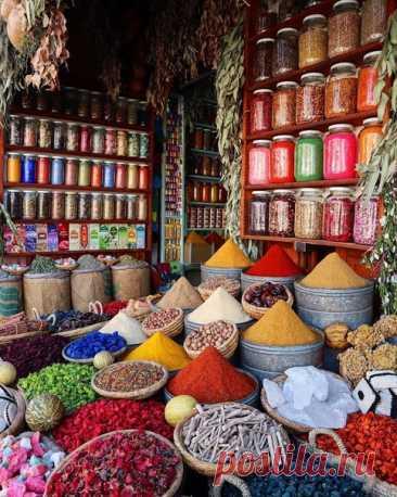 Рынок специй в Марракеше, Марокко
