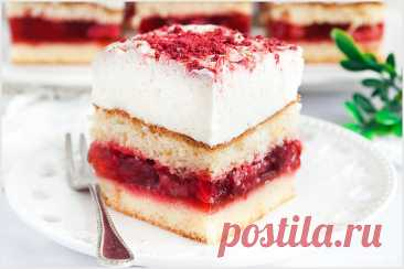 Lekkie ciasto z truskawkami i mascarpone - I Love Bake Lekkie ciasto z truskawkami i mascarpone to idealny pomysł w sezonie na truskawki lub poza nim z wykorzystaniem mrożonych owoców.