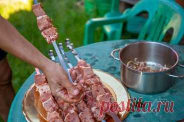 Мясо и газированная вода. Рецепты самого простого и эффективного маринада Рассказываем о классическом кавказском способе маринования шашлыка: в минеральной воде.