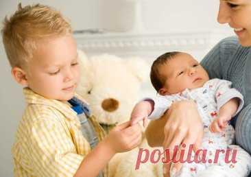 Доктор Комаровский советует, как избежать ревности старшего ребенка к младшему