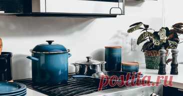 9 предметов, которые только мешают на маленькой кухне Если на кухне тесно, приходится идти на компромисс. Решите, что вам действительно нужно, а от чего можно отказаться.