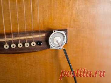 Звукосниматель из крышки наручных часов В этой статье мастер расскажет нам, как сделать недорогой звукосниматель для гитары. В качестве основного элемента он использует заднюю крышку от старых часов. Конечно, существует множество различных стилей звукоснимателей, использующих разные технологии, но один из самых простых, сделан из