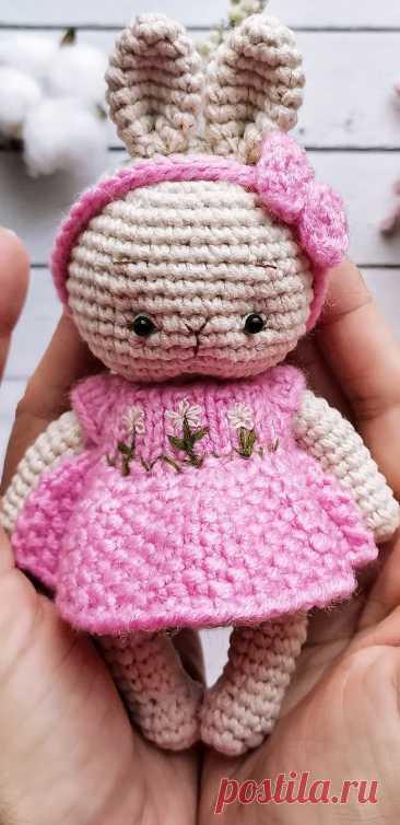 PDF Зайка Пупсик крючком. FREE crochet pattern; Аmigurumi animal patterns. Амигуруми схемы и описания на русском. Вязаные игрушки и поделки своими руками #amimore - заяц, маленький зайчик, кролик, зайчонок, зайка, крольчонок.