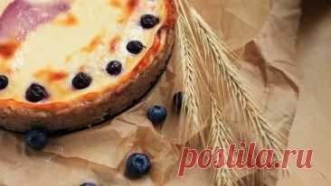 Творожный пирог с бананами и голубикой