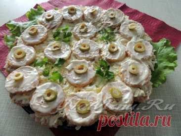 Закусочный торт из крекеров и консервы, рецепт с фото