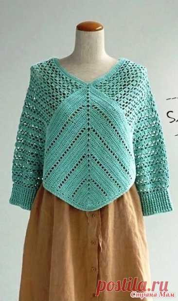 Мятно-голубой пуловер-пончо. Можно назвать его пончо с рукавами можно пуловер-пончо кому как нравиться. Способ выполнения этой модели очень оригинальный. Он только на первый взгляд сложный.