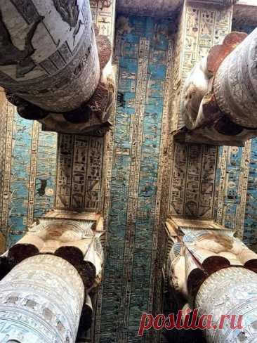 Потолок гипостильного зала 2000-летнего храма Хатор в Дендере, Египет