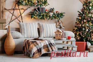 Как украсить комнату на Новый год - 10 лучших идей новогоднего декора (фото) Даже самую скучную комнату можно преобразить до неузнаваемости. Новогодний декор очень яркий, блестящий, светящийся и выразительный, так что сам по себе задает настроение. Держи 10 идей, как украсить комнату на Новый год и не прогадать!