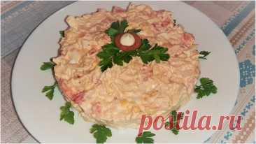 Салат с куриным филе, помидорами и сыром Салат с куриным филе, помидорами и сыром – очень простой в приготовлении, но сытный и вкусный. Нравится гостям и домашним, отлично смотрится на праздничном столе.Ингредиенты:куриное филе – 300 г.;помидоры – 2 шт.;сыр твердый – 100 г.;яйца куриные – 2 шт.;майонез – 60 г.;соль – по...